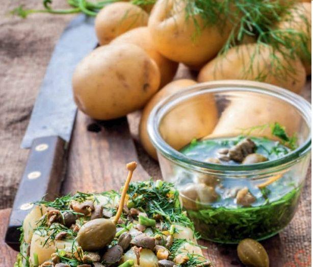 Kartofle sprasowane z kaparami i zielonym sosem
